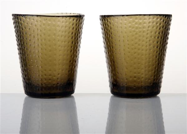 我厂成立于1993年,现有职工300多人,占地面积6万多平方米。日融化玻璃数十吨,主要生产10大系列8000余个花色品种的玻璃器皿。年甩制,吹制,彩绘,压制玻璃器皿达600万件。我厂主要产品有各类玻璃离心甩压产品,吹制产品。如玻璃碗,玻璃盘,玻璃碟,玻璃红酒杯,玻璃杂件等产品。欢迎各界朋友莅临我厂参观、指导,并进行业务洽谈。